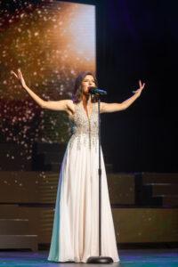 """Glory Thomas performing """"Nella Fantasia"""""""